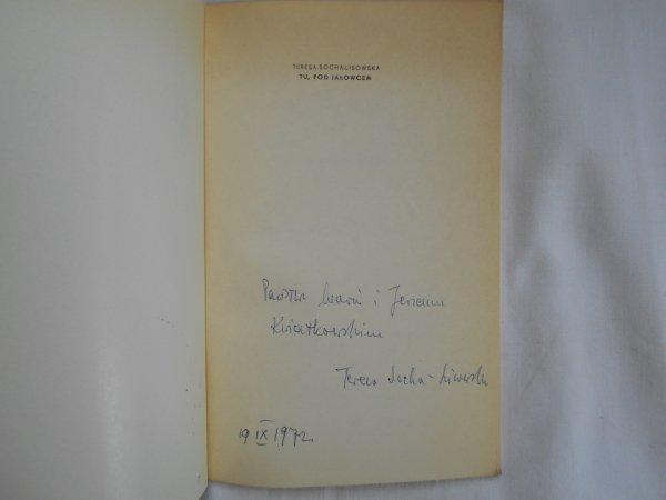 Teresa Socha Lisowska • Tu, pod jałowcem [dedykacja autora]