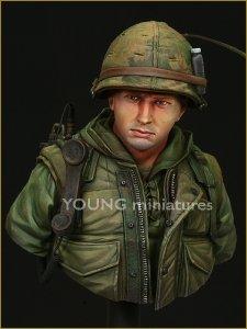 Young Miniatures YM1817 USMC Hue. Vietnam 1968 1/10
