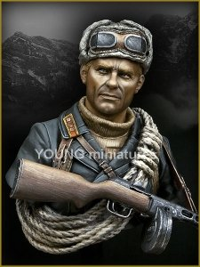 Young Miniatures YM1827 SOVIET MOUNTAINEER OFFICER 1942 1/10