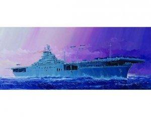Trumpeter 05728 USS Essex CV-9 1/700