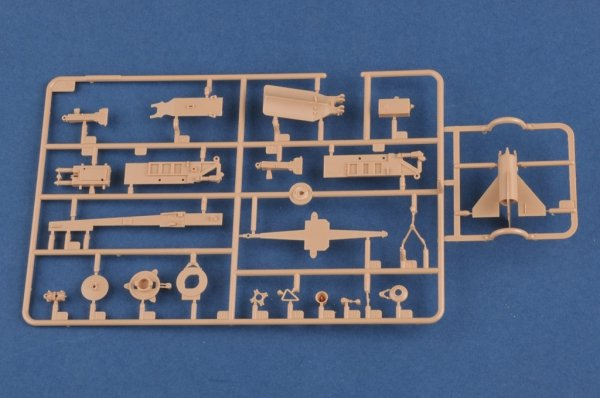 Hobby Boss 82933 Sam-2 Missile with Launcher Cabin 1/72