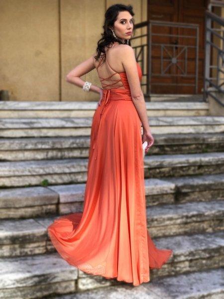 Suknia wieczorowa, długa - odkryte plecy – kolor pomarańczowy - Sukienki wieczorowe - Gogolfun.pl