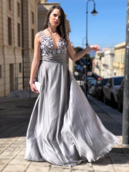 Długa elegancka sukienka - Gorset zdobiony - Srebrny - Sukienki na wesele - Gogolfun.pl