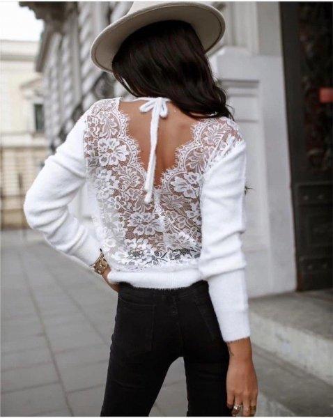 Sweter damski, w  kolorze białym - Odkryte plecy