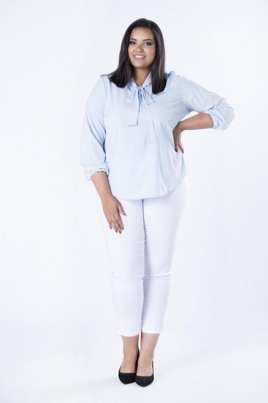 Elegancka-bluzka-damska-plus-size-dla-puszystych-KALINA3-o-koszulowym-kroju-xl-xxl-niebieska-blekitna-do-biura