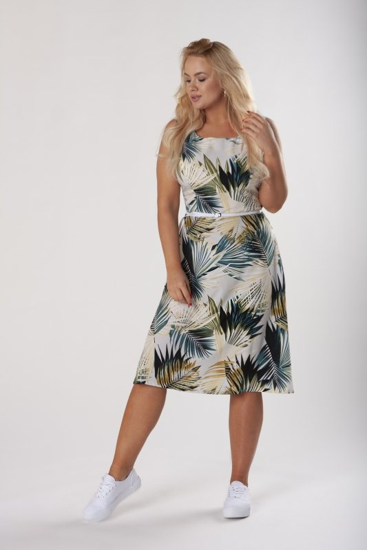 rozkloszowana sukienka z paskiem i odkrytymi ramionami