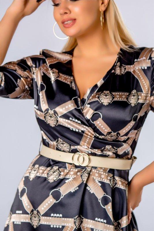 rozkloszowana sukienka z kopertowym dekoltem i blyszczącym paskiem w talii