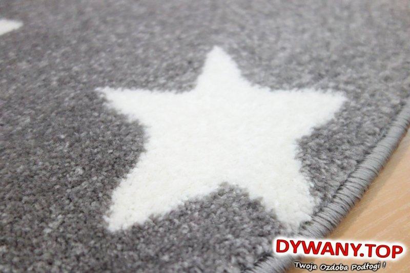 duża gwiazda na dywanie
