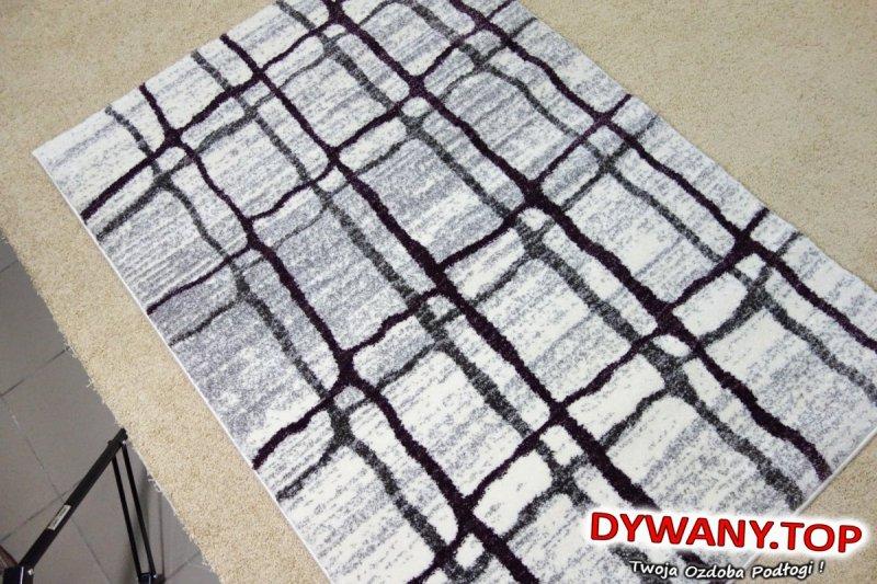 biało fioletowy dywan