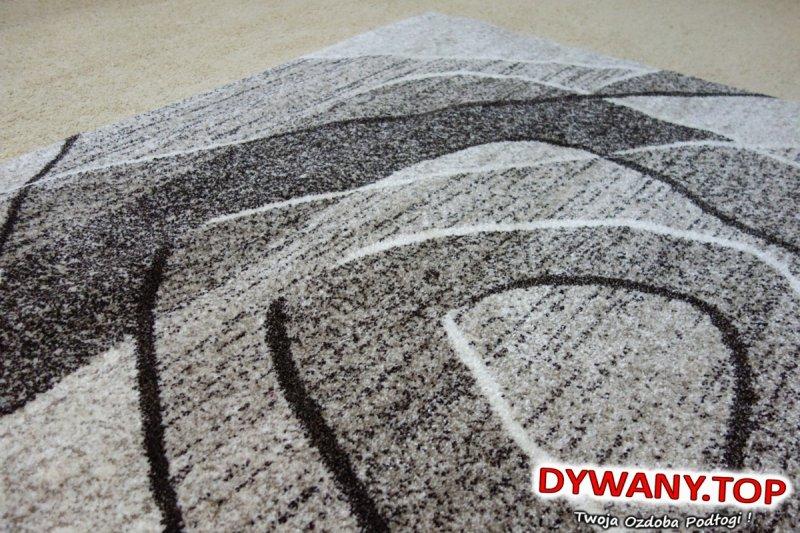 nowoczesny dywan beżowy