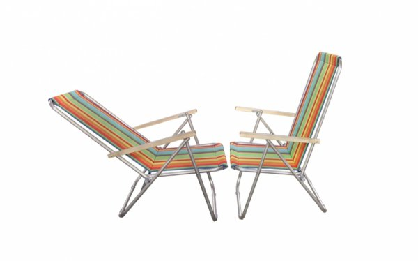 lezak-krzeselko-aluminiowe-z-drewnianym-podlokietnikiem dwie pozycje