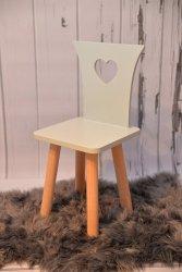Eleganckie krzesełko z serduszkiem