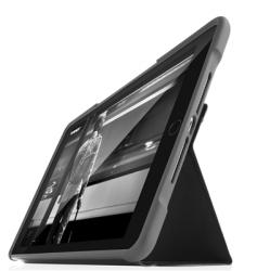 STM Dux - obudowa ochronna z klapką do iPad 9.7 2017/2018 (czarna)