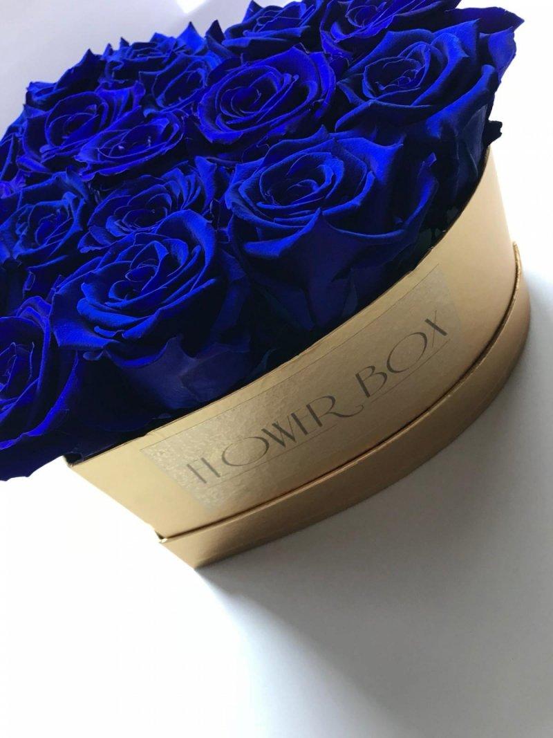 Niebieskie wieczne róże w średnim boxe heart