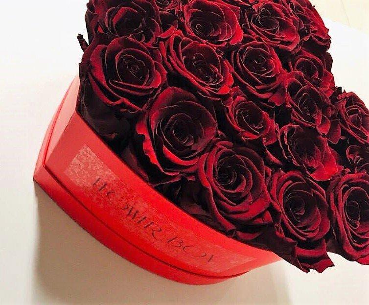Czerwone wieczne róże w dużym boxe heart