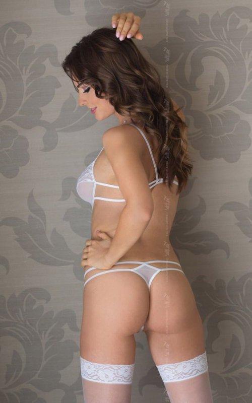 Sue - white 1754 body