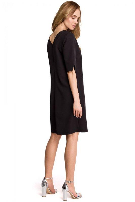 S113 Sukienka pudełkowa z dekoltem w serek z tyłu - czarna