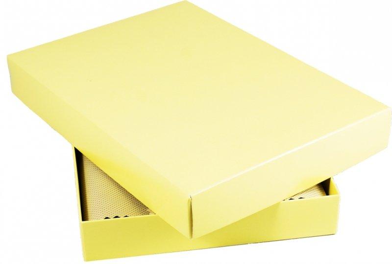 pudełko prezentowe na kalendarz A5 wyłożone ozdobnym materiałem