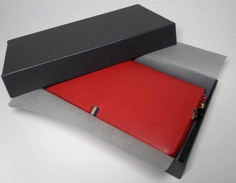 Portfel czerwony zamykany na suwak z pudełkiem ozdobnym