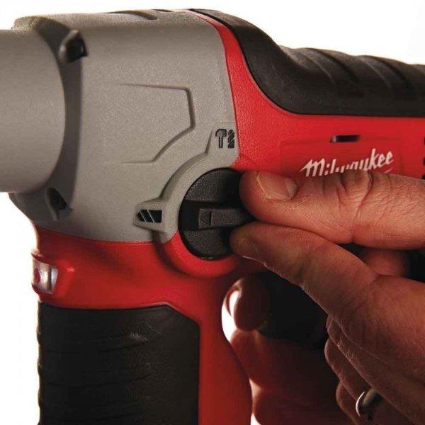 Znakomita młotowiertarka Milwaukee SDS-PLUS M12 H-202C