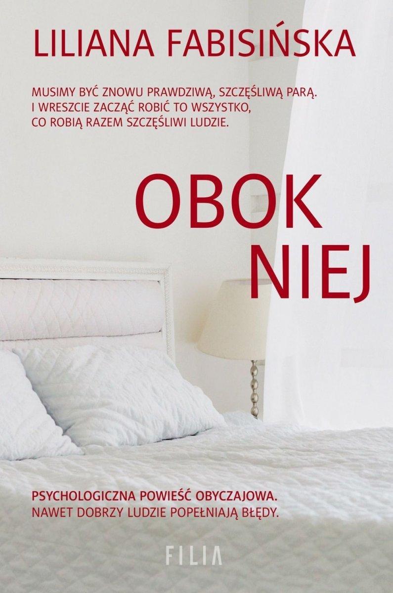 Obok niej Liliana Fabisińska