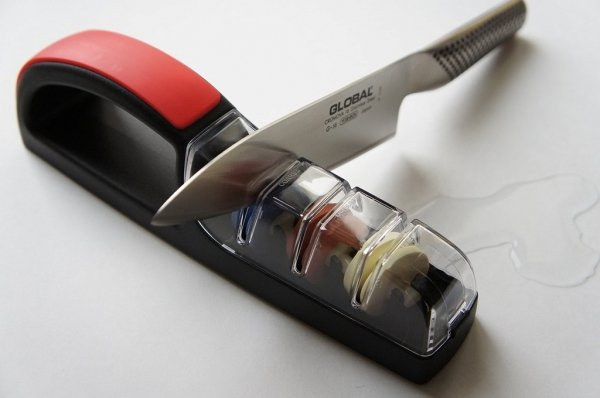 MinoSharp PLUS 3 Ceramiczna ostrzałka wodna 550, czarno-czerwona
