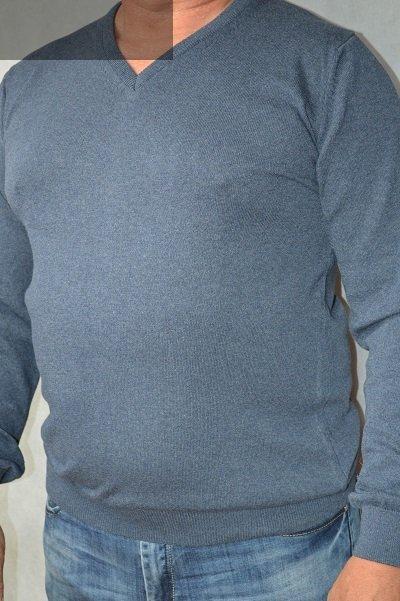 Sweter w serek nadwymiar grafitowy.