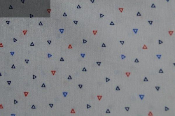 Koszula męska nadwymiar biała w niebiesko-czerwone trójkąty .