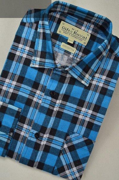 Flanelowa koszula niebieska w białą kratkę.
