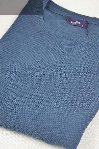 Sweter ze  wzorem niebieski.