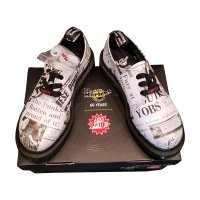 Półbuty Dr. Martens 1461 SEX PISTOLS Black-White News Backhand Strawgrain Smooth 25928009