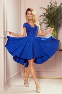 Sukienka z dłuższym tyłem i koronkowym dekoltem Patricia - Chabrowa - numoco 300-3