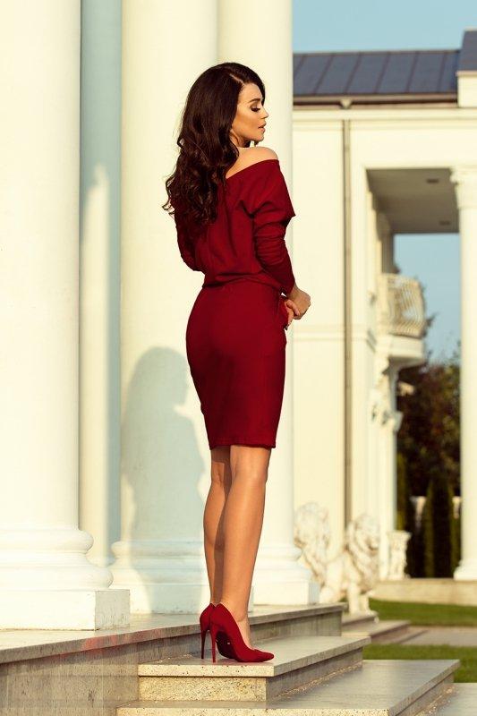 Sukienka dresowa z dekoltem na plecach - Bordowa - numoco - 189-5