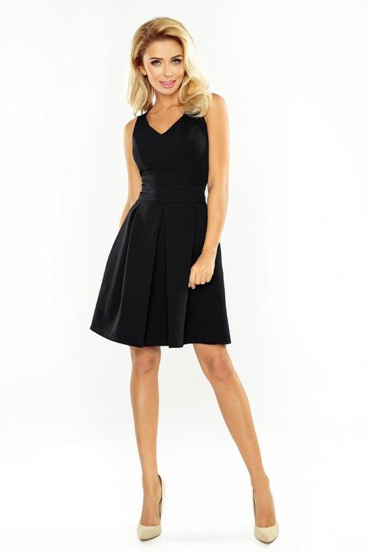 Sukienka z dekoltem, kontrafałdą i kieszeniami - Czarna - numoco 160-1