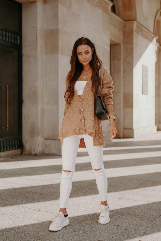 Sweter z guzikami i dłuższym tyłem - LS307- kamel -8