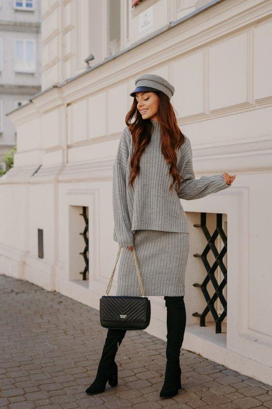 Komplet swetrowy – spódnica i sweter z golfem - jasnoszary- 2