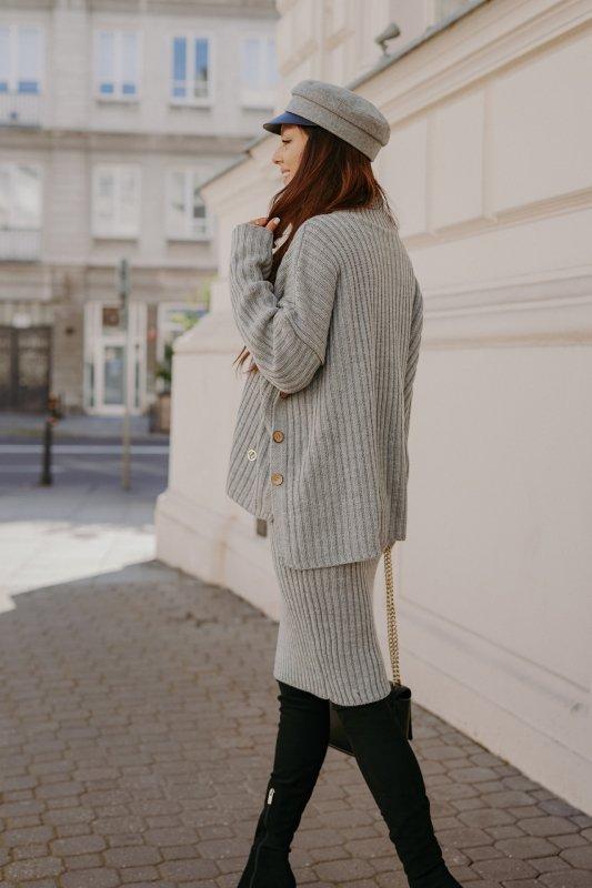 Komplet swetrowy – spódnica i sweter z golfem - jasnoszary- 5