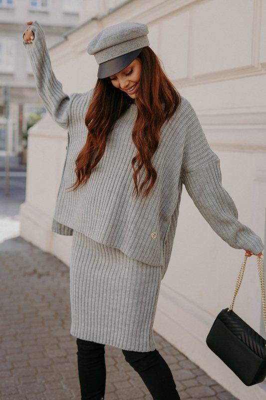 Komplet swetrowy – spódnica i sweter z golfem - jasnoszary- 8