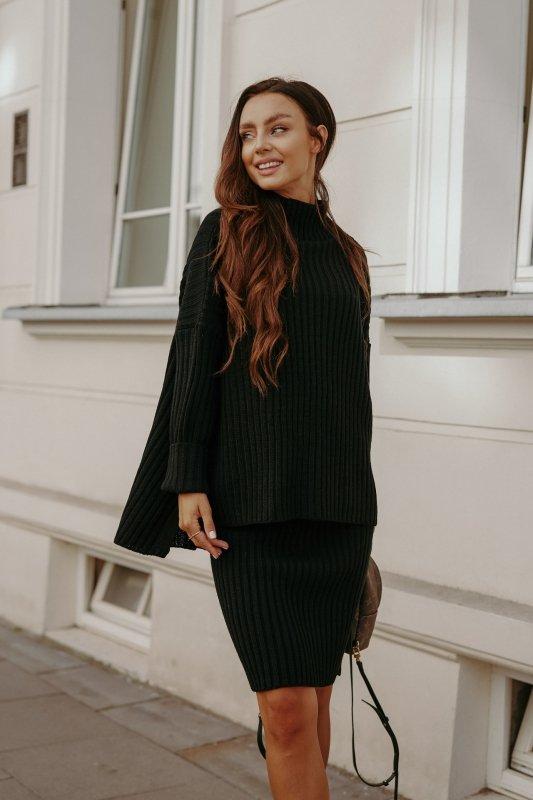 Komplet swetrowy – spódnica i sweter z golfem - czarny- 5