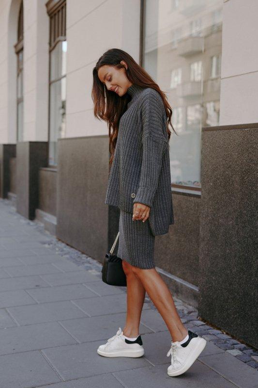 Komplet swetrowy – spódnica i sweter z golfem - grafit - 9