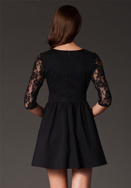 M144 czarna sukienka z koronką