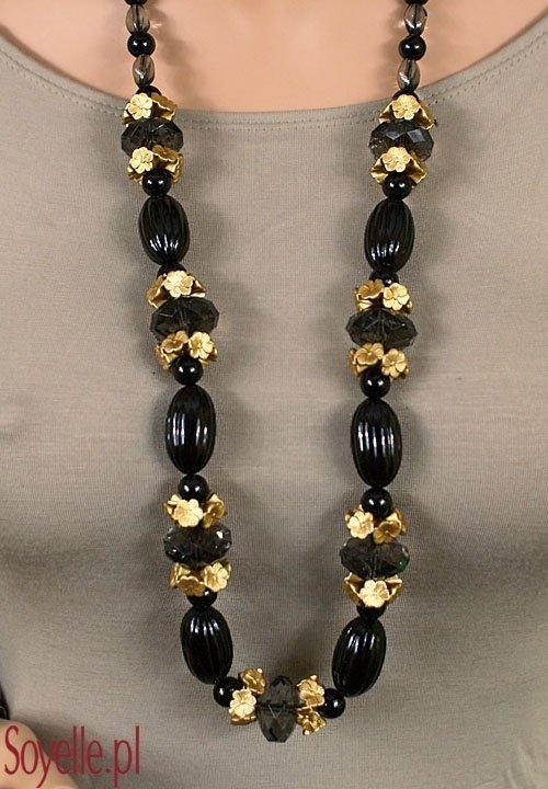 IMAN długie, czarne korale z kwiatkami w kolorze jasnego złota