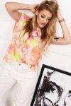 t-shirt z usztywnionymi ramionami oraz efektem tie dye