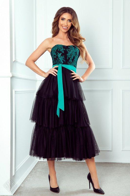 tiulowa sukienka z falbanami, gorsetową górą i wiązaniem w pasie