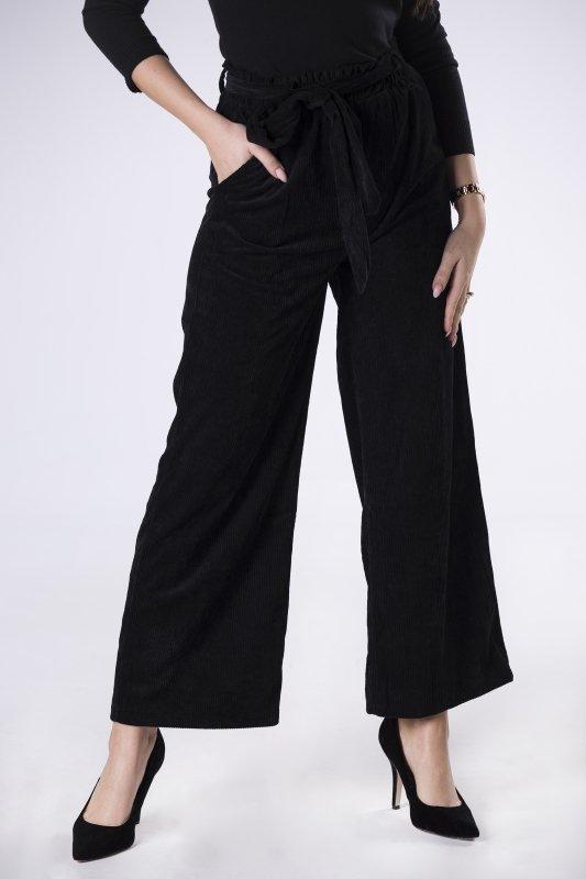 sztruksowe spodnie z rozszerzanymi nogawkami