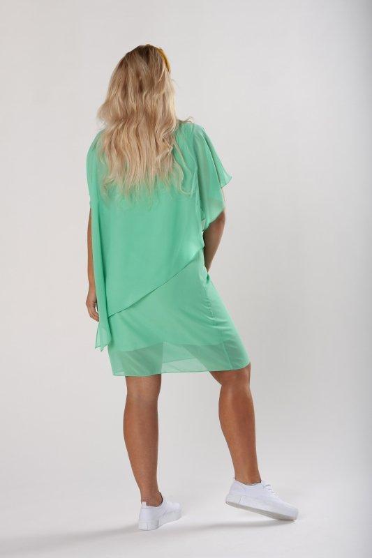dopasowana sukienka z tiulową pelerynką
