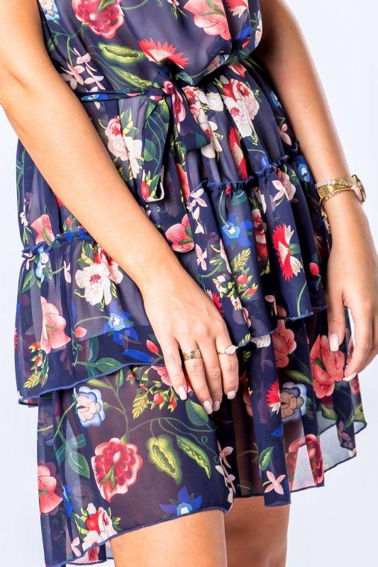 zwiewna sukienka na ramiączkach