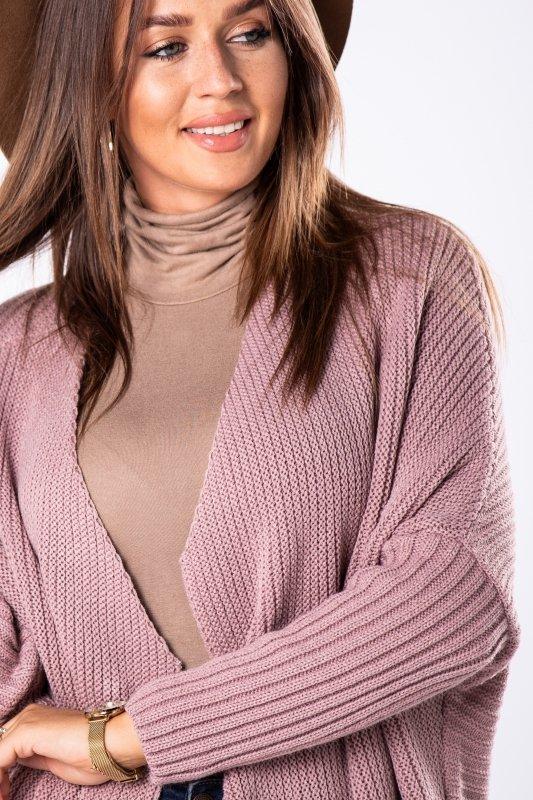 długi sweter ze zwężanymi rękawami