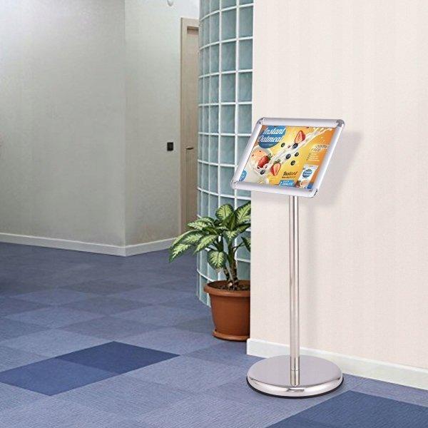 Teleskopowy stojak reklamowy na plakaty