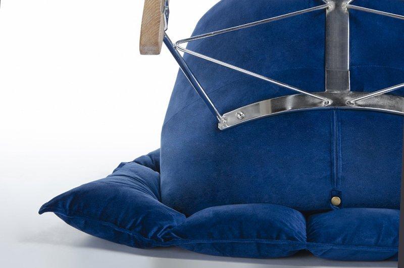 Fotel bujany SWING VELVET ciemny niebieski - welur, stal chromowana, drewno dębowe